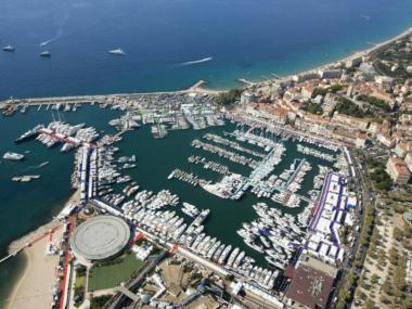 yachts-invest-prestige-yachts-investment-24107080150570675065526870554566.jpg Fotos 1