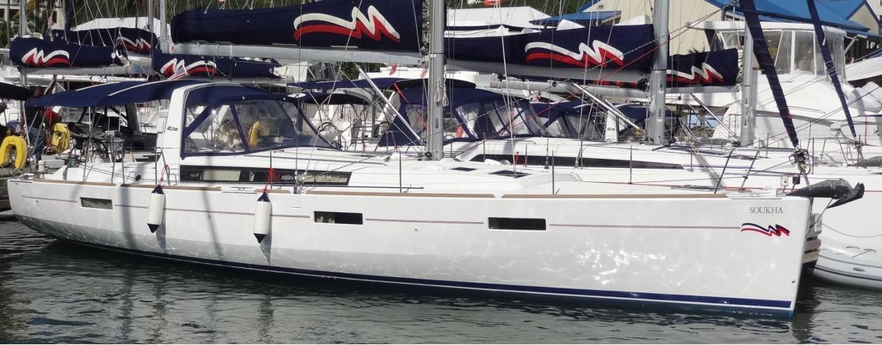Moorings Yacht Brokerage Foto  1