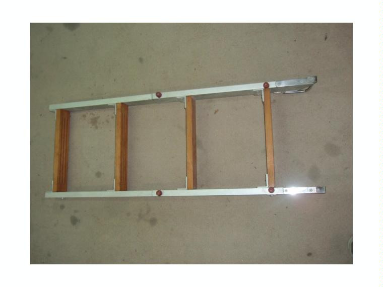 Escalera aluminio madera plegable 104x37cm de segunda mano for Escalera aluminio plegable