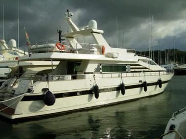 azimut 76 in ligurien motorboote preisg nstig 74550. Black Bedroom Furniture Sets. Home Design Ideas