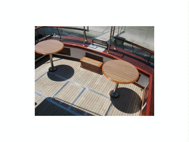 Yate udondo teka lujo en marina salinas barcos a motor for Yates de lujo segunda mano