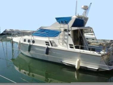 azimut 32 fly in pyrenees orientales motorboote preisg nstig 38390. Black Bedroom Furniture Sets. Home Design Ideas